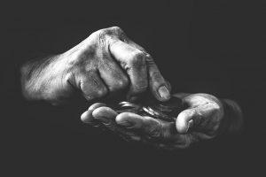 ידיים סופרות מטבעות